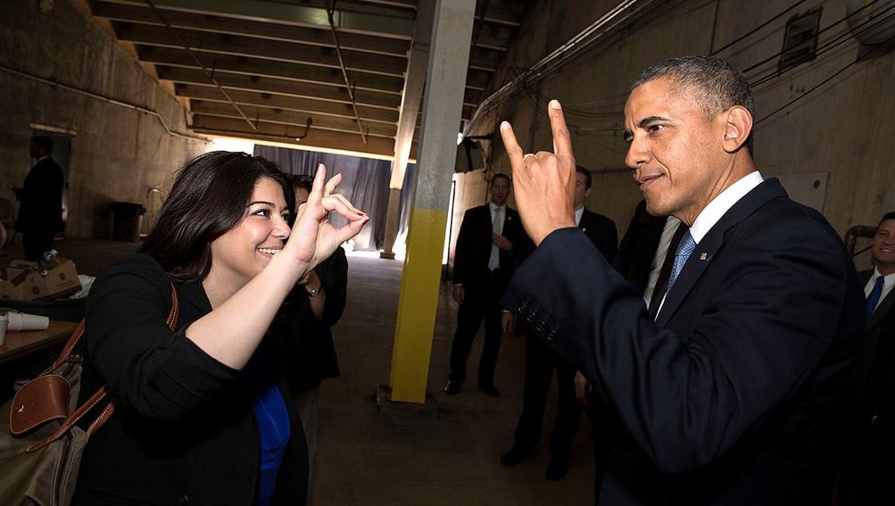 http://aharimiz.arzublog.com/uploads/aharimiz/hadeya_-obama_hand_simbole.png